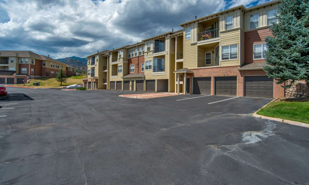 Retreat at Cheyenne Mountain Apartments offers luxury apartments for rent in Colorado Springs