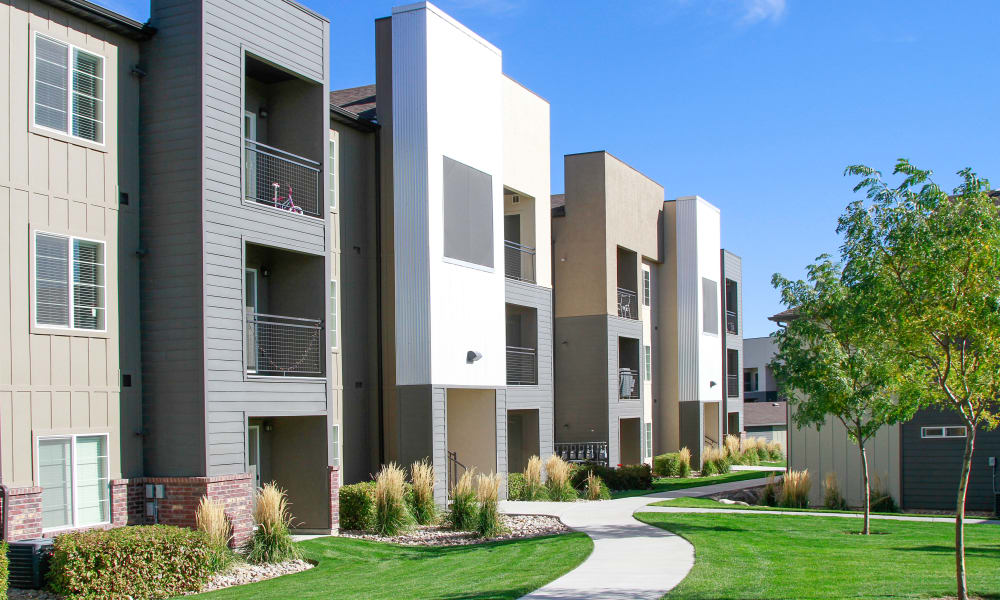 Exterior view of the Wilshire Place Apartments in West Jordan