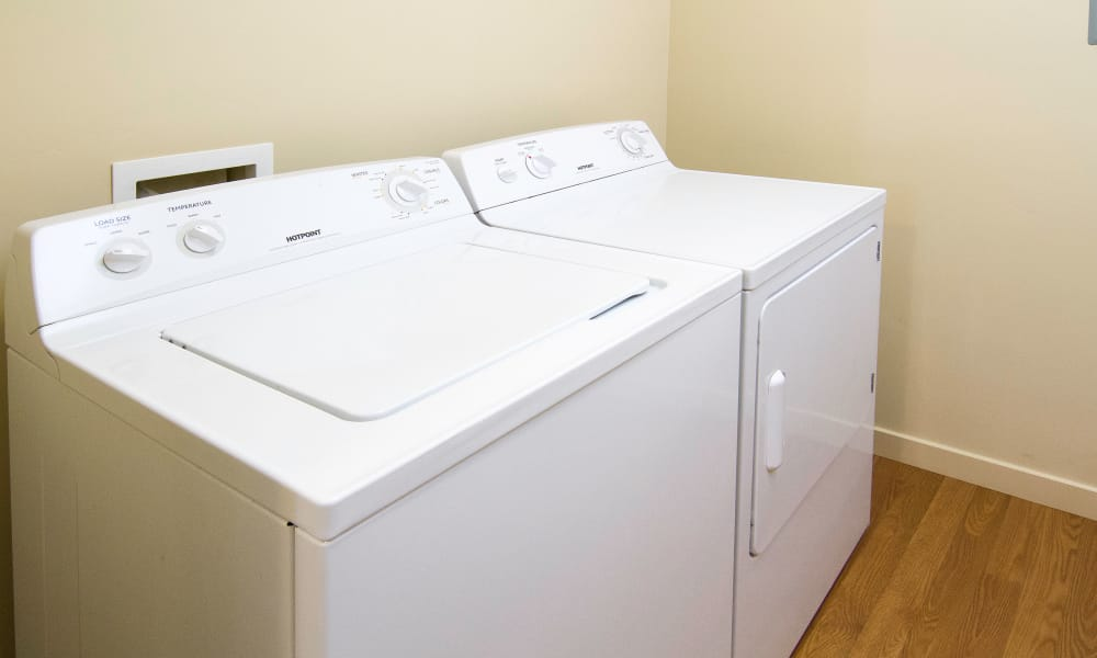 Washer and dryer at Wilshire Place Apartments
