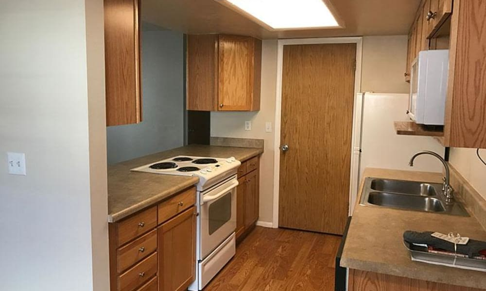 Windgate Apartments showcase a fully equipped kitchen in Bountiful