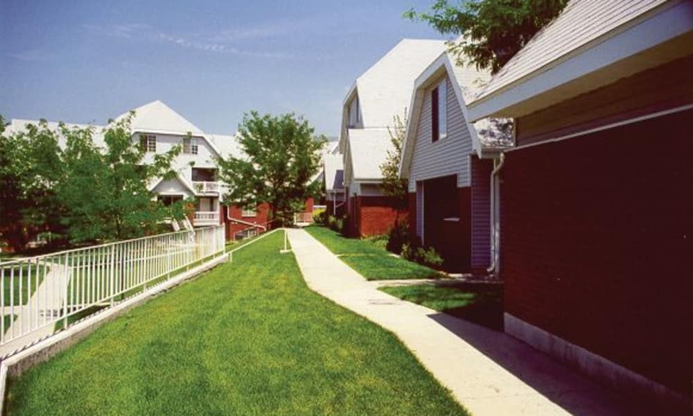 Walkpath and lawn at Windgate Apartments