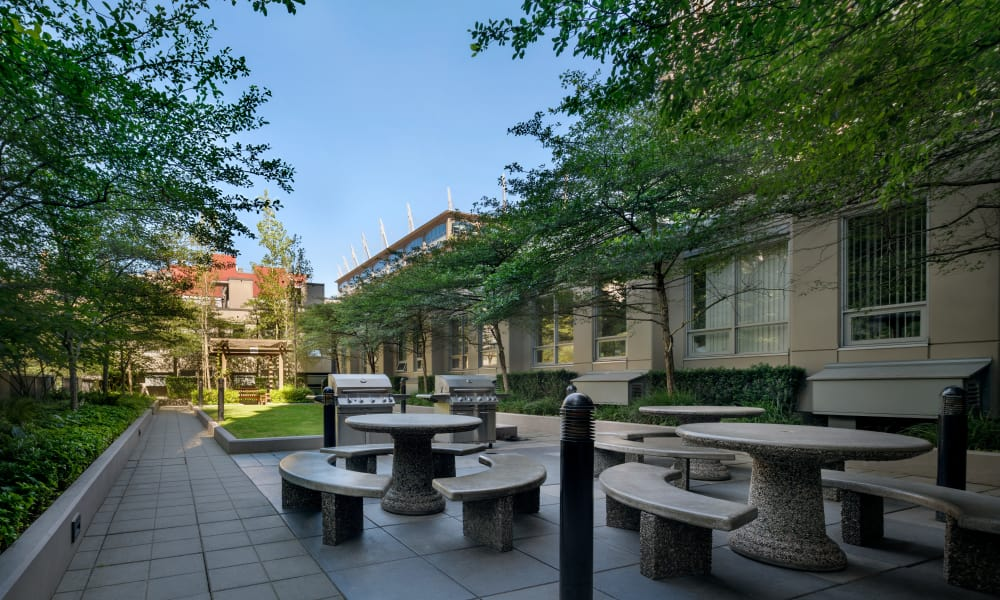 Beautiful bbq area at Yaletown 939 in Vancouver, British Columbia