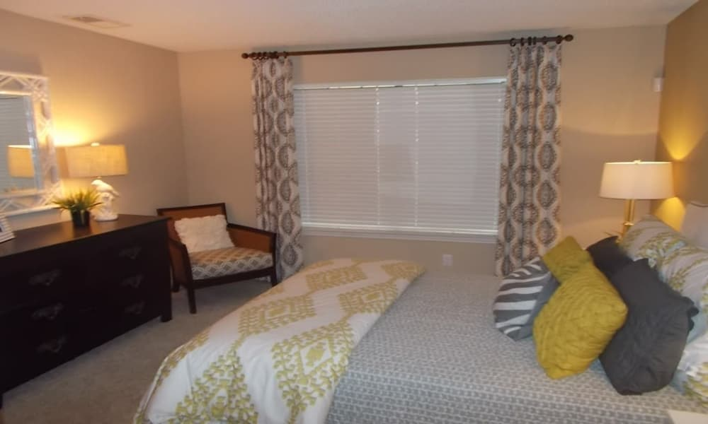 Avalon Villas showcase a cozy bedroom in Irving
