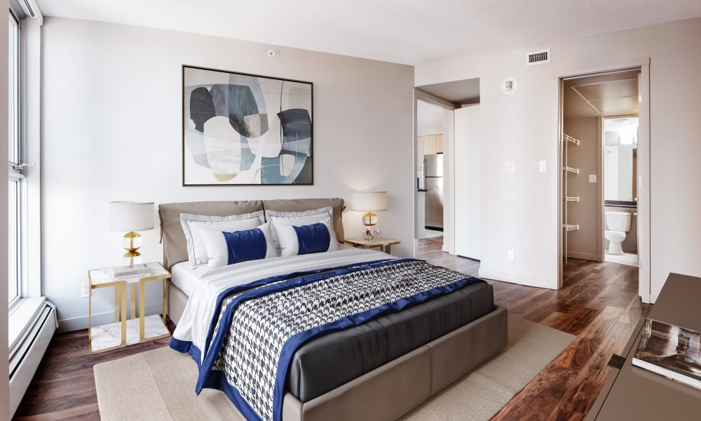 Rouleau showcase a cozy bedroom in Calgary