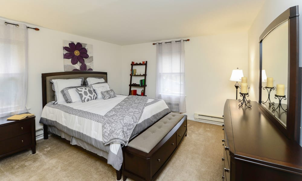 Master bedroom at Eatoncrest Apartment Homes