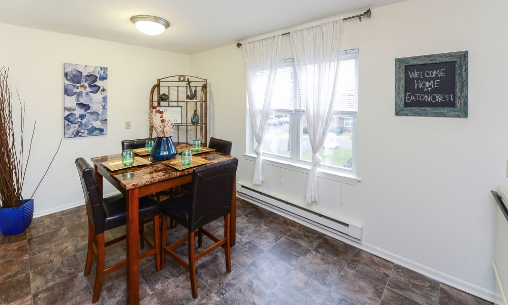 Dining room at Eatoncrest Apartment Homes