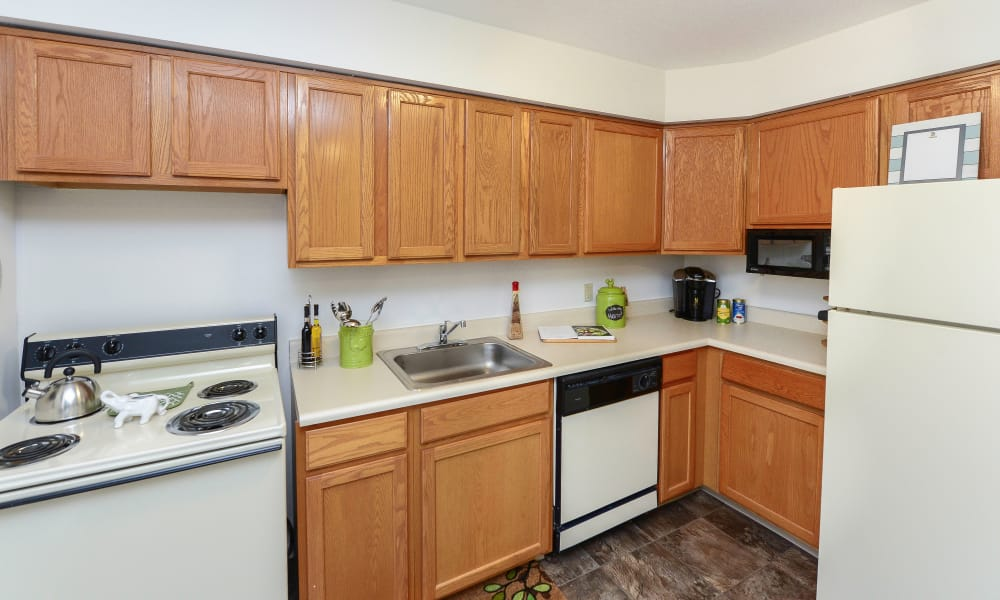 Kitchen at Eatoncrest Apartment Homes