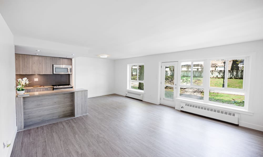 Large open floor plans at Bayview Mews in North York