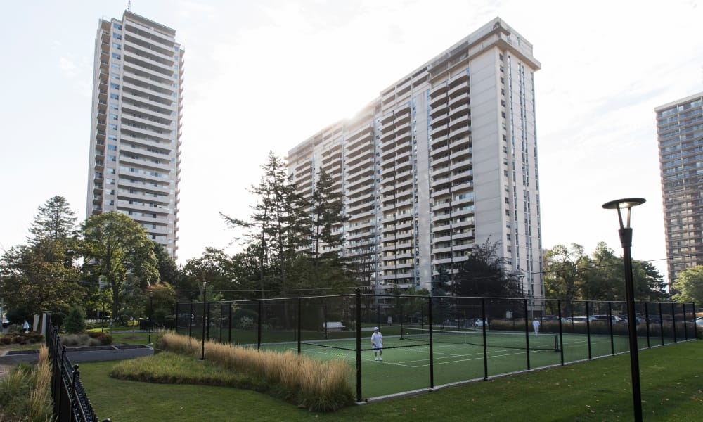 Bretton Place offers a beautiful tennis court in Toronto, ON