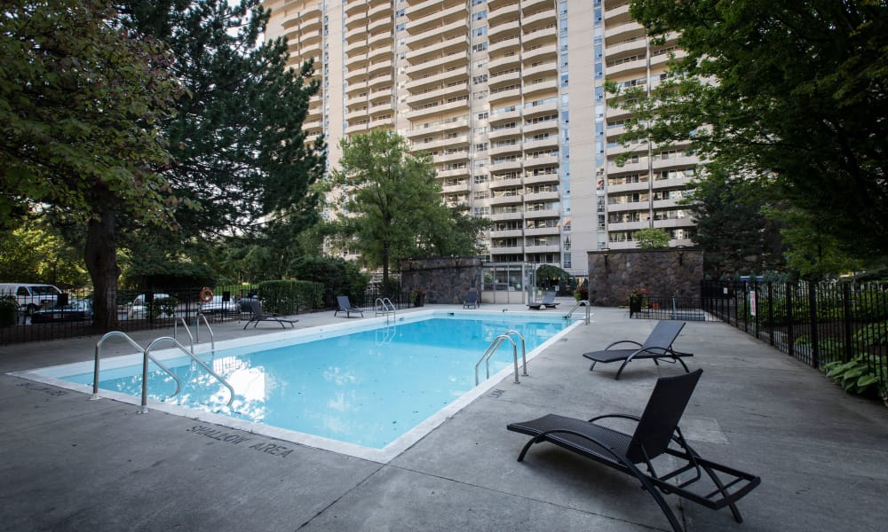 Bretton Place offers a swimming pool in Toronto, ON