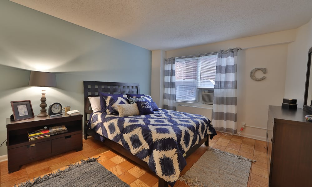 The Carlyle Apartments showcase a beautiful bedroom in Baltimore