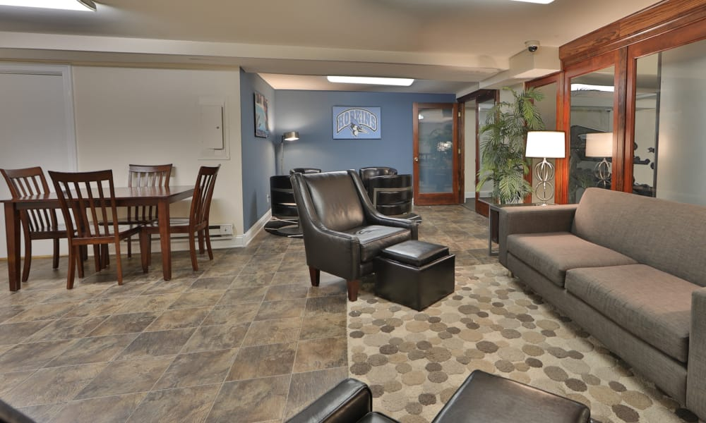 Social room at The Carlyle Apartments in Baltimore, Maryland