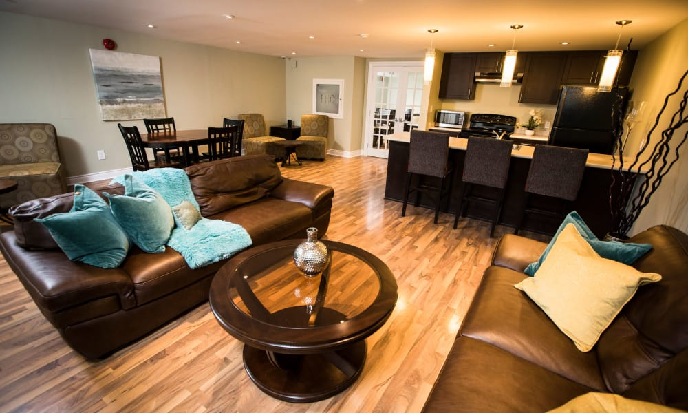 Bayview Mews offers luxury apartments with hardwood floors in North York, Ontario