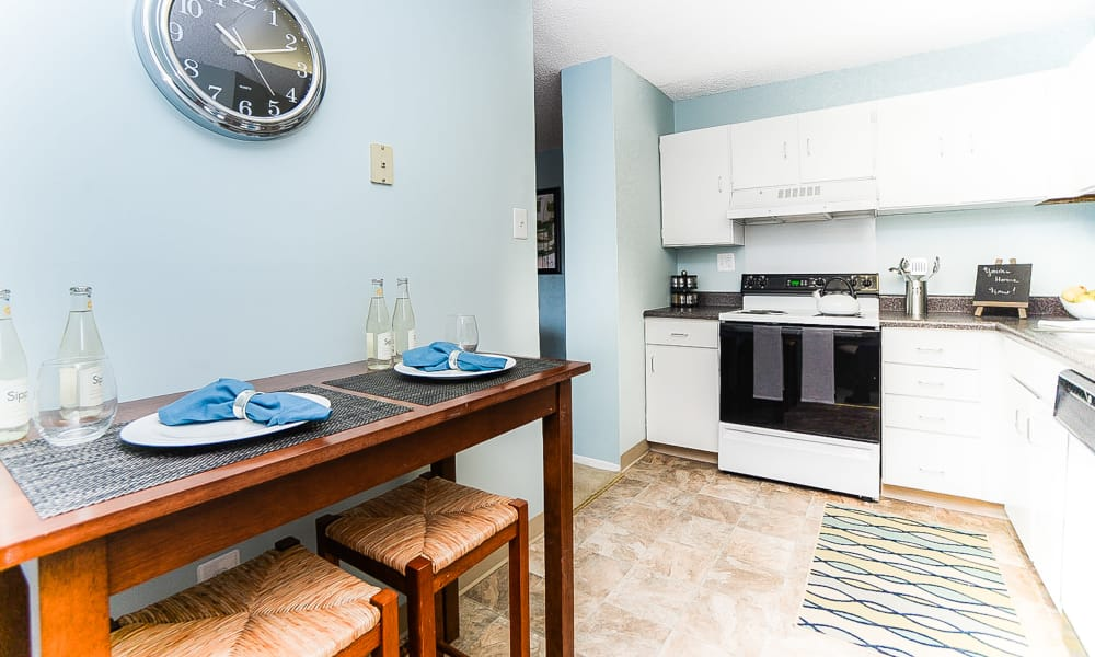 Place One Apartment Homes offers a renovated kitchen in Plymouth Meeting, Pennsylvania