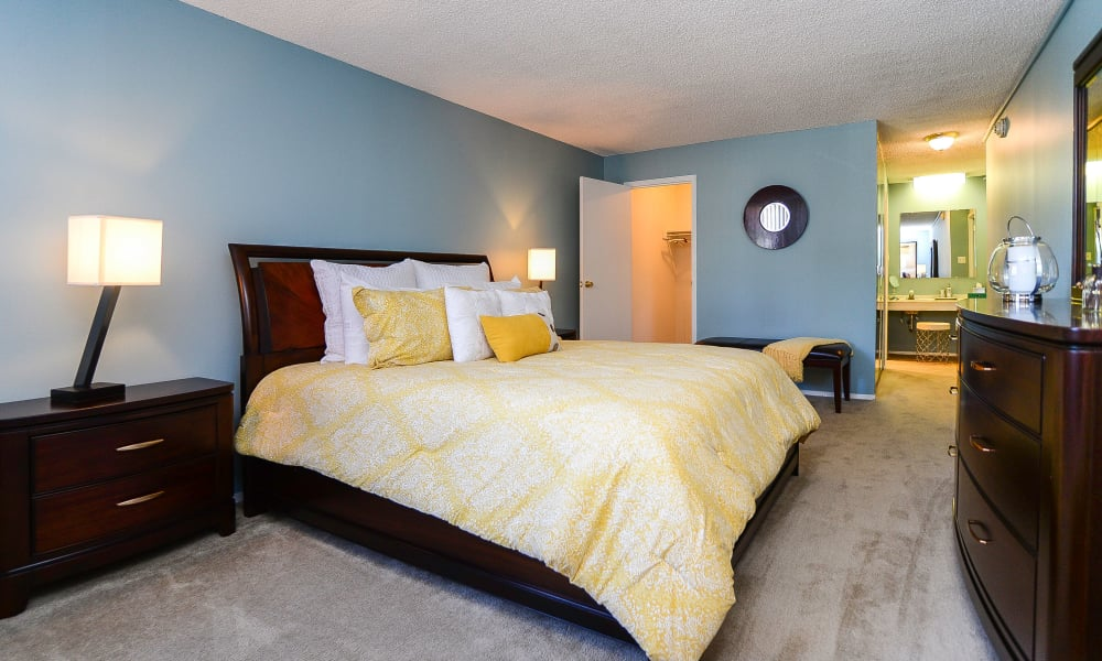 Our apartments in Plymouth Meeting, Pennsylvania showcase a modern bedroom