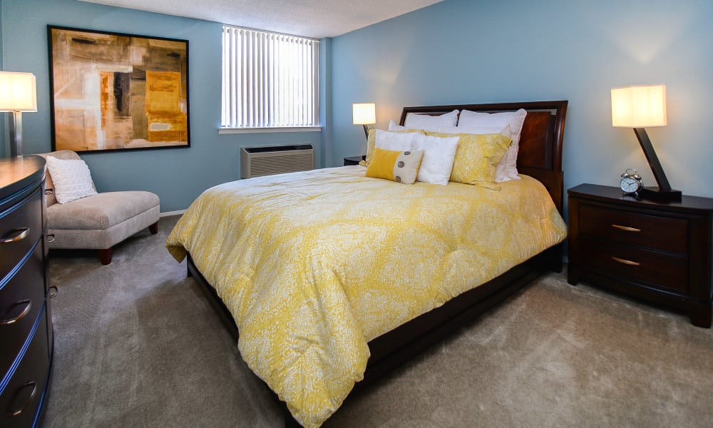 Place One Apartment Homes offers a naturally well-lit bedroom in Plymouth Meeting, Pennsylvania
