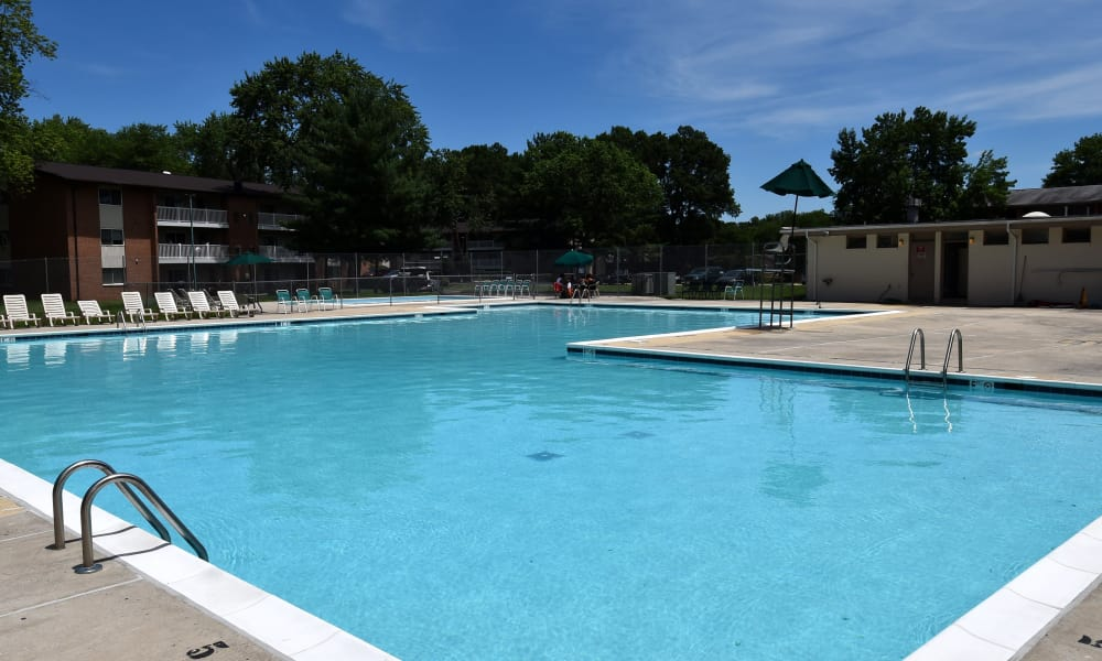 Briarwood Place Apartment Homes offers a swimming pool in Laurel, Maryland