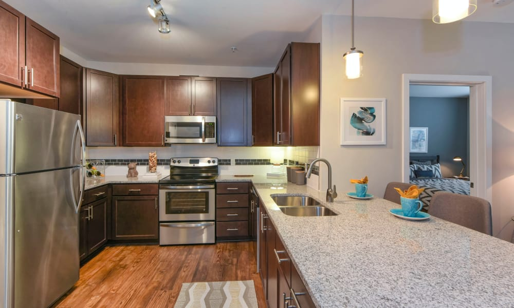 Axis Berewick offers a fully equipped kitchen in Charlotte, North Carolina