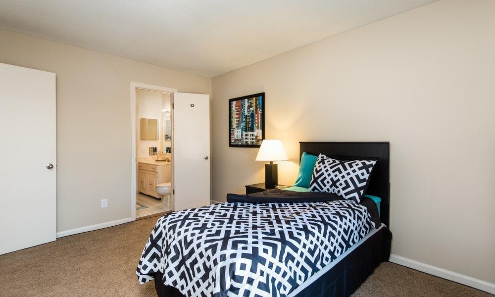 Bedroom at Regency Lakeside Apartment Homes in Omaha, Nebraska