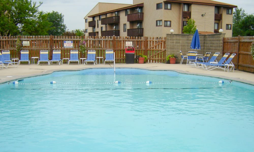 Cedar Ridge Apartment Homes offers a modern swimming pool in Richton Park, Illinois