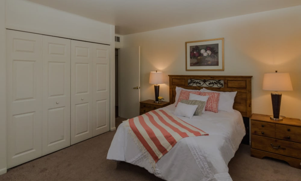 Cozy bedroom at Rochester Highlands