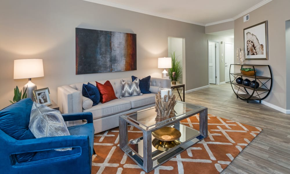 Retreat at Cheyenne Mountain Apartments offers a spacious living room in Colorado Springs, Colorado