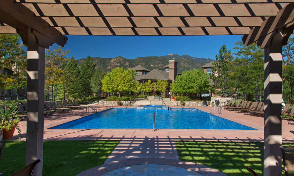 Colorado springs apartments retreat at cheyenne mountain for Mountain view motors colorado springs co