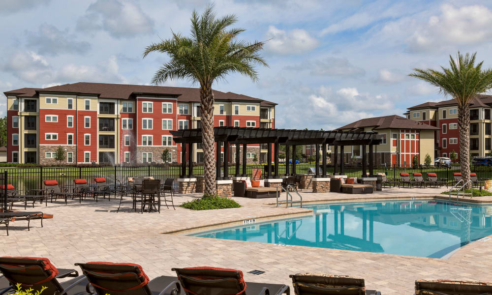 Our apartments in Daytona Beach, Florida offer a swimming pool with a barbecue area