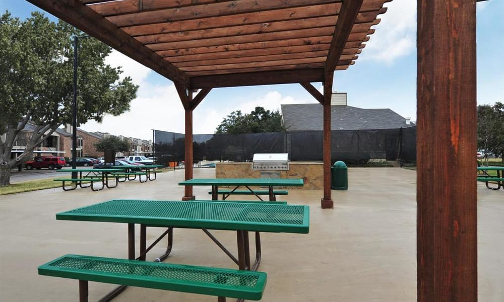 Picnic pavilion at Montoro Apartments
