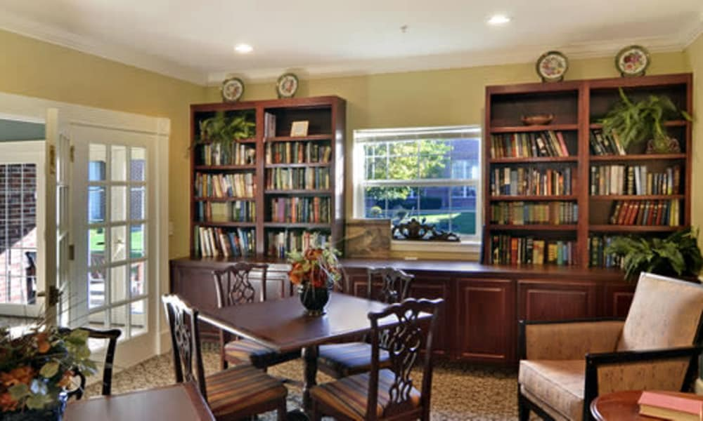 Common area with bookshelves at Azpira Place of Breton in Kentwood, Michigan