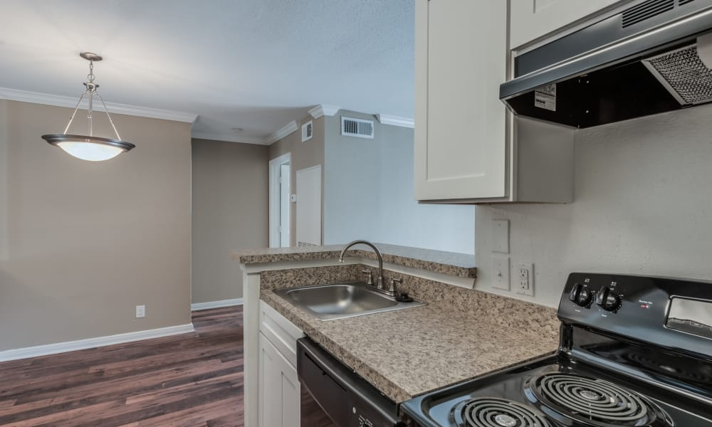 Rock Creek Apartments showcase a beautiful kitchen in Houston, Texas