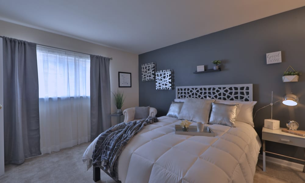 Cozy bedroom at Princeton Estates Apartment Homes