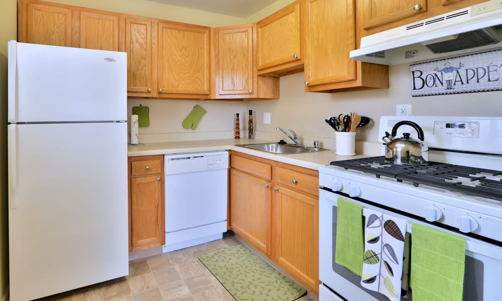 Gwynn Oaks Landing Apartments & Townhomes showcases a fully equipped kitchen in Baltimore