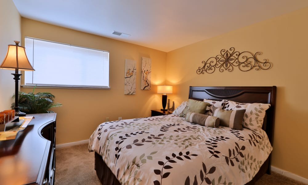 Gwynn Oaks Landing Apartments & Townhomes showcases a cozy bedroom in Baltimore