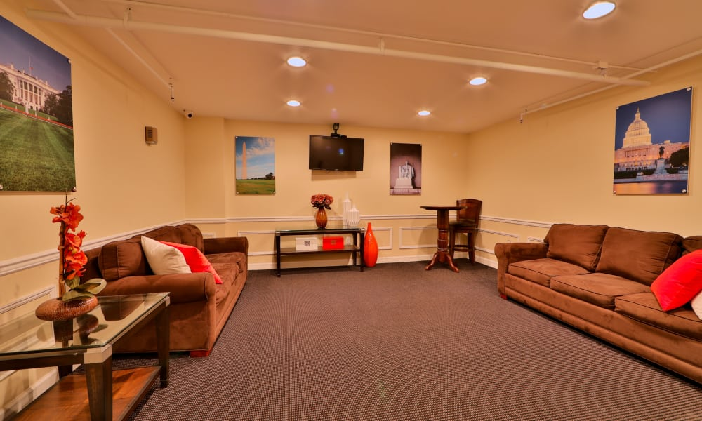 Lounge at Kings Park Plaza Apartment Homes in Hyattsville, Maryland
