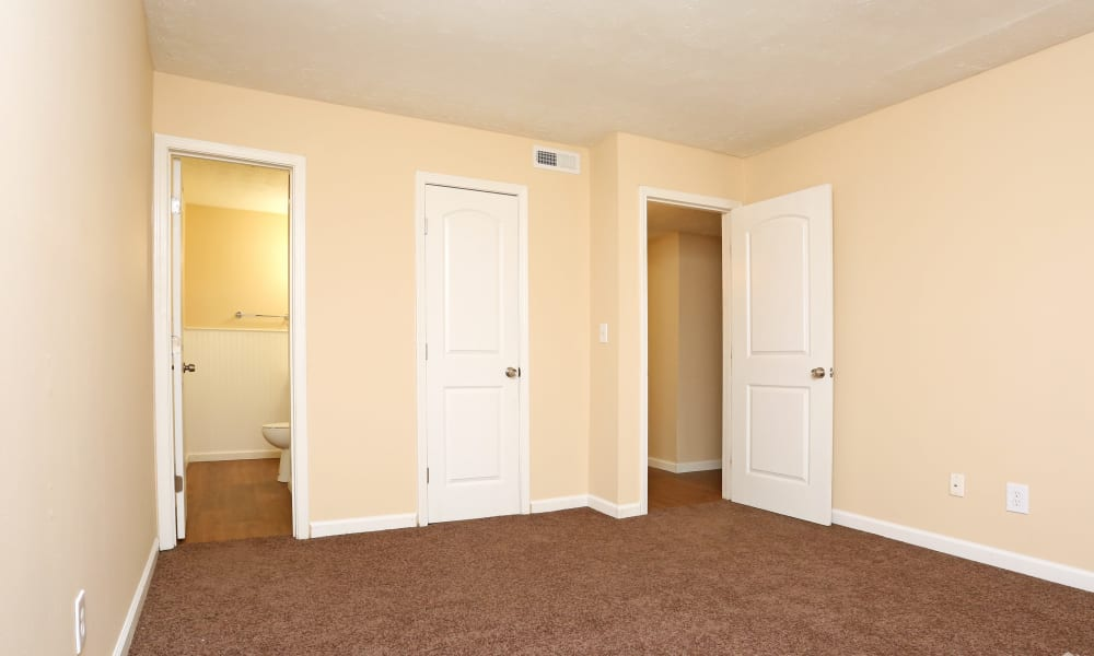 King Henry Apartments offers a bedroom with closet in Lexington, Kentucky
