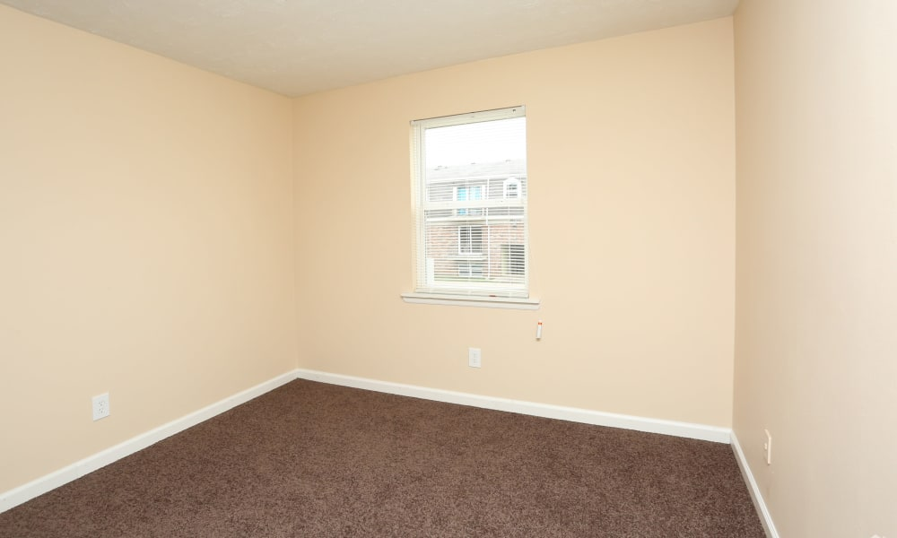 King Henry Apartments offers a bedroom in Lexington, Kentucky