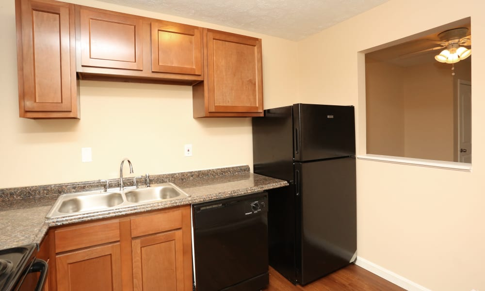 King Henry Apartments offers a kitchen in Lexington, Kentucky