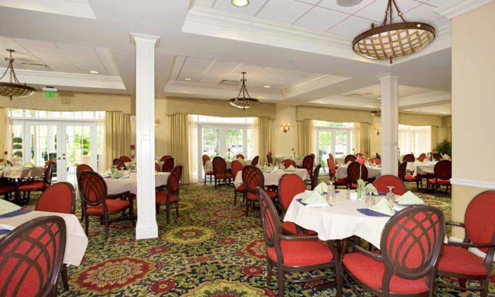 Large open dining hall at Arbor Oaks at Lakeland Hills