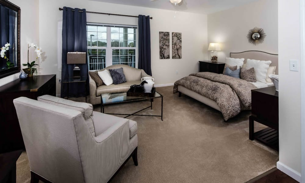 Arbor Hills offers a cozy bedroom in Lakeland