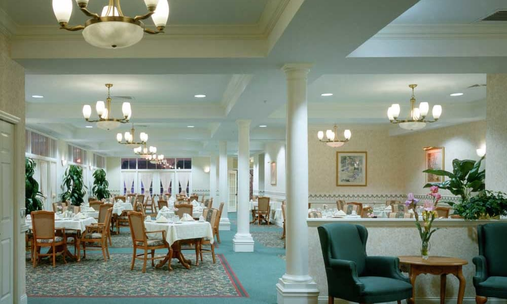 Dining room at Arbor Oaks at Tyrone in St. Petersburg, Florida