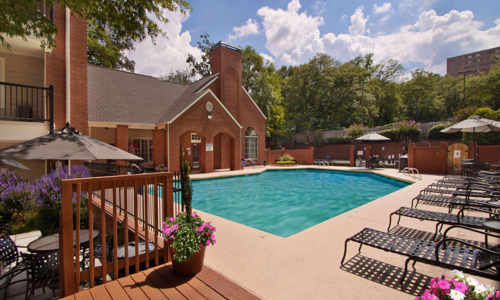 Brookwood Valley offers a sparkling swimming pool in Atlanta