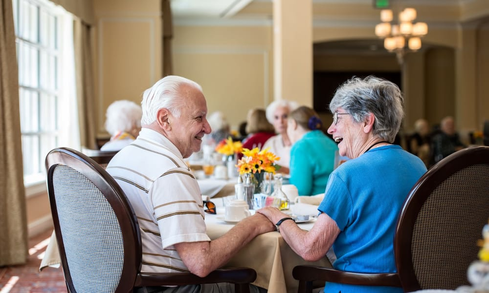 Elderly couple Enjoying lunch together at Azalea Estates of Monroe in Monroe, LA