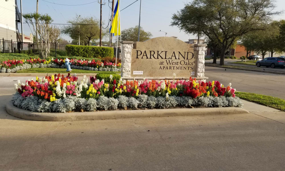 Drive-up entrance to the Parkland at West Oaks community