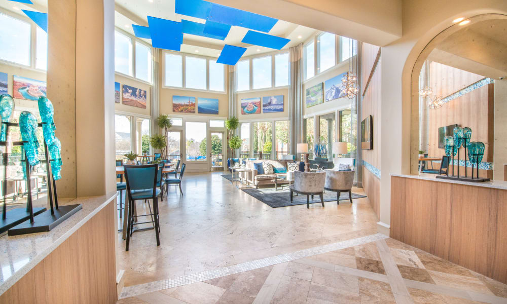 Large windows at Bella Vida Estates in Plano, Texas
