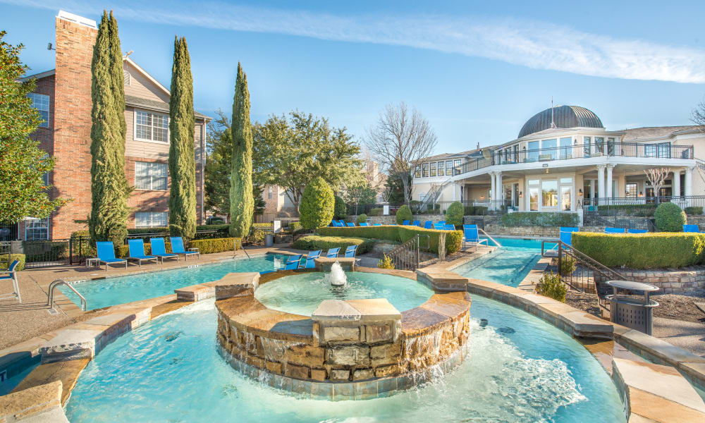Bella Vida Estates fountain in Plano, Texas