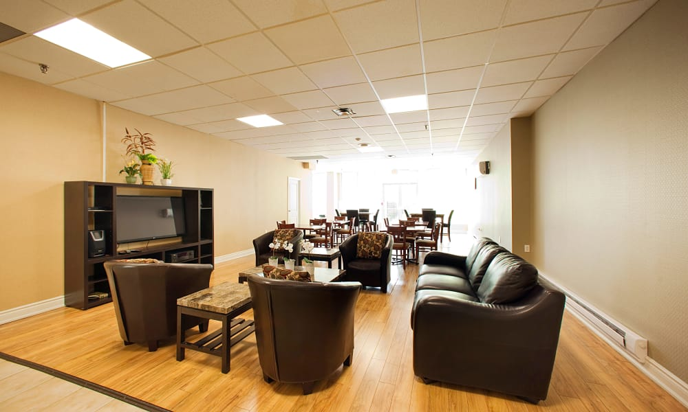 Communal lounge at Mississauga Place in Mississauga