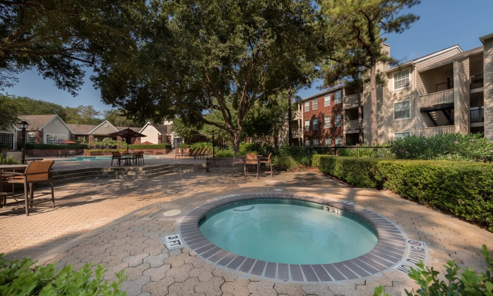 Outdoor jacuzzi at The Paramount in Houston, Texas