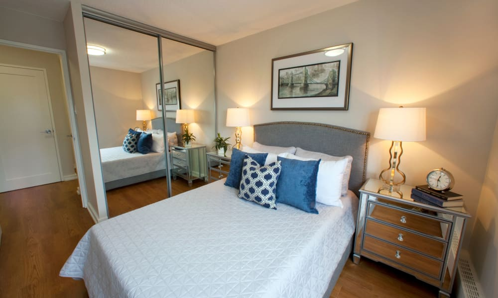 State-of-the-art bedroom at Richmond Hill Apartments in Richmond Hill, Ontario