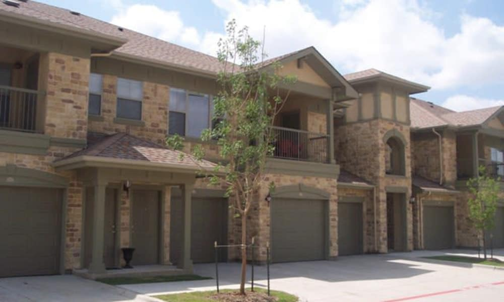 Apartments with garage at Stone Lake Apartments in Grand Prairie, Texas